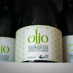 Our extra virgin olive oil from Puglia